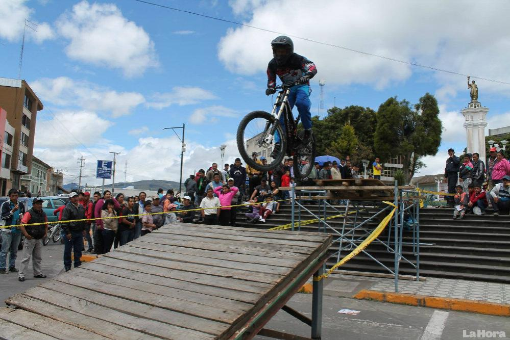 adrenalina-y-destreza-en-valida-de-downhill-urbano-en-tulcan-20150526095550-b4a357c41f2a4b60533ca57ce982b2c2